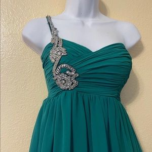 City Triangles Emerald green dress
